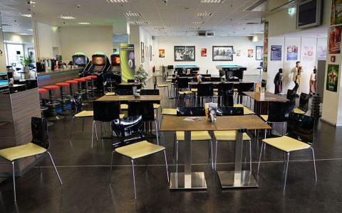 BCI-Innenraum_Sitzgelegenheiten-und-Bar-ohne-Kicker